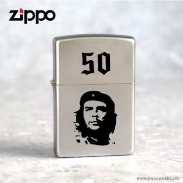 Stříbrný Zippo Satin Chrome s Che Guevara a gravírováním vlastního motivu